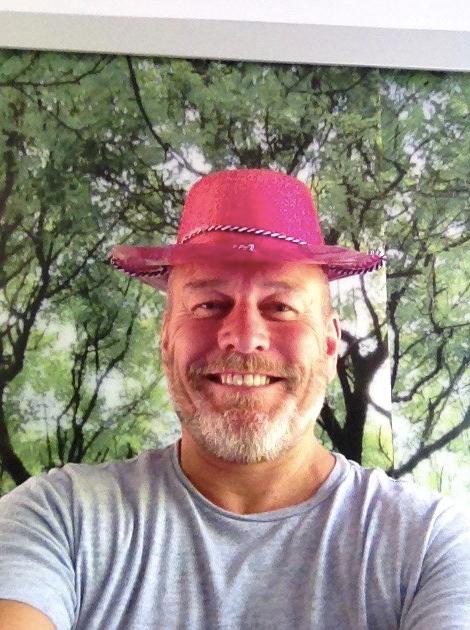 tmgs-vs-luppitt-2018-biffo-pink-hat.jpg